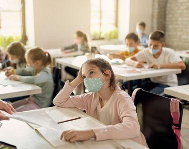 Când începe vaccinarea personalului din învăţământ. Anunțul oficial