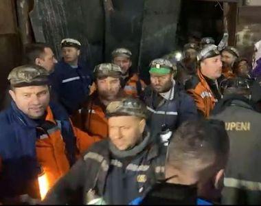 Minerii blocaţi în subteranul Minei Lupeni au ieşit la suprafaţă