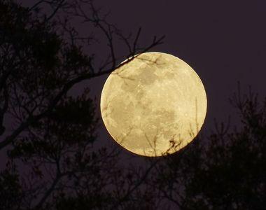 """Ce schimbări majore aduce Luna Plină din 27 februarie, denumită și """"Luna..."""