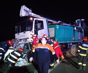 Accident grav! Două persoane au decedat, după ce maşina în care se aflau s-a izbit de o autoutilitară