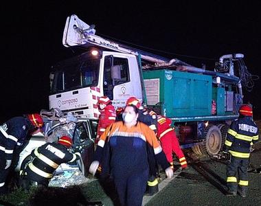 Accident grav! Două persoane au decedat, după ce maşina în care se aflau s-a izbit de o...