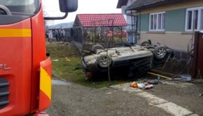 Accident tragic! Un bebeluș de 6 luni a murit,  după ce mașina în care se afla s-a răsturnat