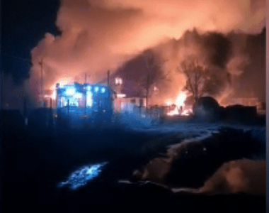 Incendiu puternic la o fabrică de produse din țiței din Prahova. Cele două victime ar...