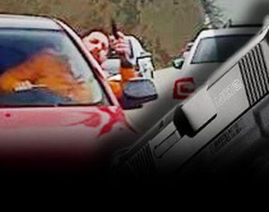 VIDEO - A dispărut fără urmă pistolarul care a scos arma pe geam în trafic