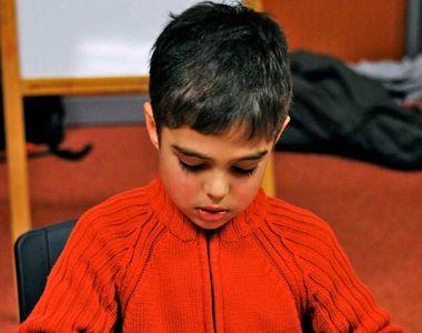 """Elev umilit de profesoară pentru că a oferit un  mărțișor """"prea ieftin"""". Copilul are..."""