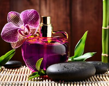 VIDEO-Cadoul perfect pentru luna martie poate fi parfumul personalizat