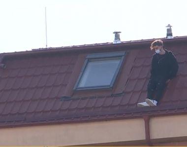 Un tânăr de 22 de ani s-a aruncat de pe un bloc de 4 etaje. O altă intervenție ratată a...