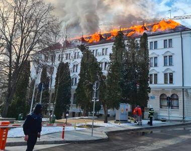 VIDEO| Foc la Prefectura Sucevei. Autoritățile au intervenit de urgență