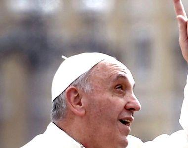 Papa Francisc, întâmpinat de mulţimi entuziaste. Suveranul Pontif s-a rugat printre...