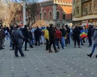 Protest la Timişoara, înainte de intrarea în vigoare a carantinei. Sute de oameni au...