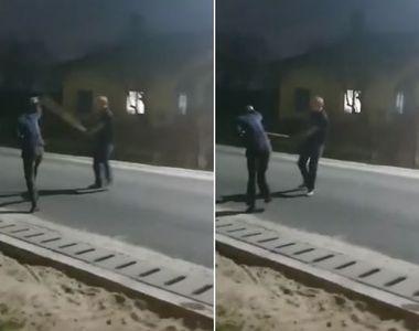 VIDEO  Bărbat bătut cu parul pe stradă. Totul a fost transmis pe Facebook