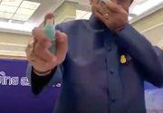 Premierul unei țări urma să se vaccineze azi cu AstraZeneca, dar a suspendat vaccinarea pentru toată țara