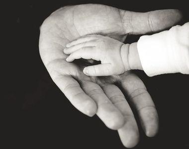 Caz șocant: Un bebeluș a murit pentru că medicii nu i-au făcut cezariană mamei