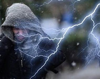 VIDEO - Ninsoare căzută brusc, cu fulgere, în câteva zone din Capitală