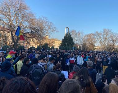 Constanța: Oamenii au ieșit în stradă pentru a protesta împotriva măsurilor COVID-19