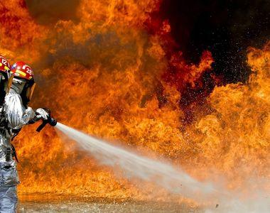 Școală în flăcări. Mai mulți elevi au fost evacuați