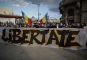 Noi proteste împotriva restricțiilor în mai multe orașe. Incident în Capitală: manifestant fără mască, luat pe sus de jandarmi