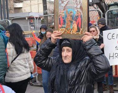 Bătrânica care a făcut senzație la protest. Ce nemulțumiri are la cei 72 de ani