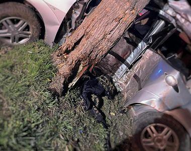 Accident rutier cumplit. Au fost implicate patru persoane, șoferul de 18 ani a murit