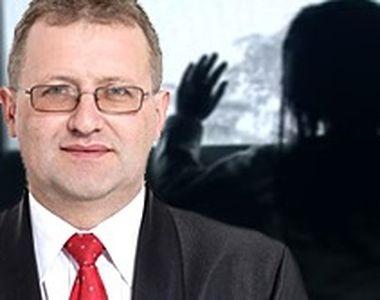 VIDEO - Primarul condamnat pentru pornografie infantilă, la grădiniță