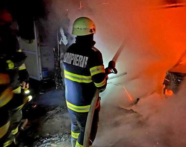 Incendiu puternic într-un bloc din Giurgiu: mai multe persoane au fost evacuate