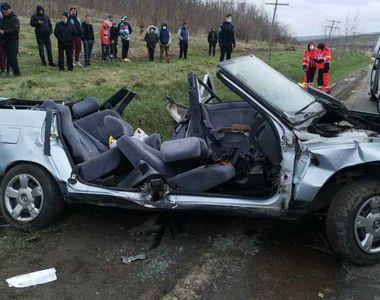 Două femei au murit într-un accident cumplit de mașină.  Alte patru persoane, în stare...