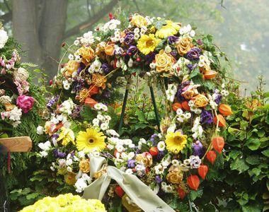 Cum vă poate ajuta o firmă de pompe funebre din București să alegeți florile potrivite?