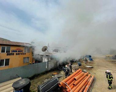 Incendiu de ultima oră în București. Șase autospeciale au intervenit la fața locului