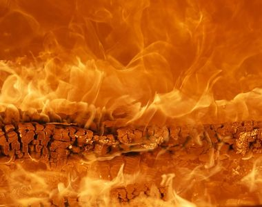 Incendiu de ultima oră. Trei victime în urma focului care a izbucnit