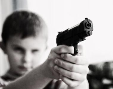 Petrecere de adolescenți cu foc armat. 9 copii au fost împușcați