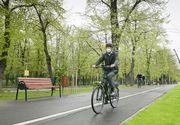 Președintele Klaus Iohannis s-a dus pe bicicletă la Cotroceni, deși afară ploua