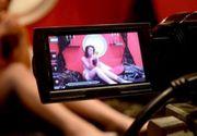 VIDEO - Descindere cu mascați la videochat. Cine erau tinerele animatoare