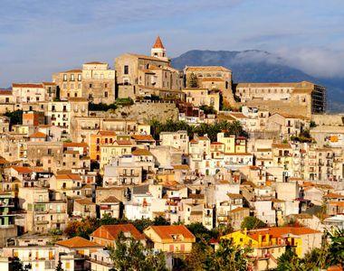 Un alt orășel din Italia își vinde casele cu 1 euro! Cum poți să cumperi una pe loc