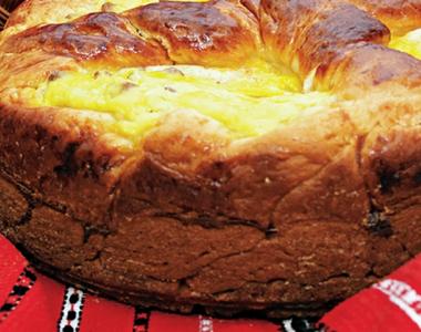 Pască cu brânză si stafide rețetă simplă