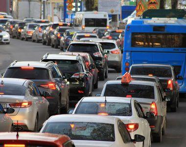 Aglomerație în Vinerea Mare pe șoselele care duc spre principalele destinații turistice
