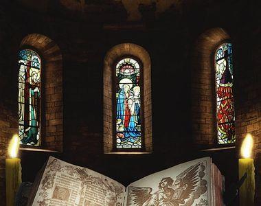 VIDEO| Românii au mers la biserici pentru a lua lumina Sfântă a Învierii