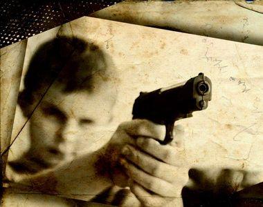 VIDEO -Un copil de opt ani și-a împușcat, din joacă, frățiorul mai mic