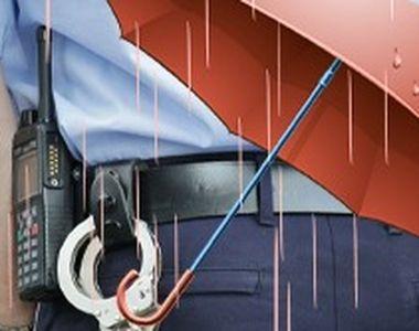 VIDEO-Agenți cu scutiri de la medic pentru patrulare pe timp de ploaie