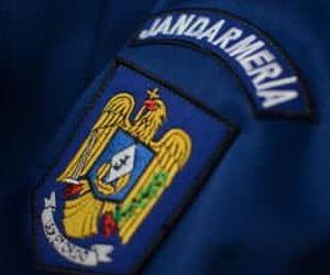 Un jandarm a fost înjunghiat de un bărbat pe care încerca sa îl imobilizeze