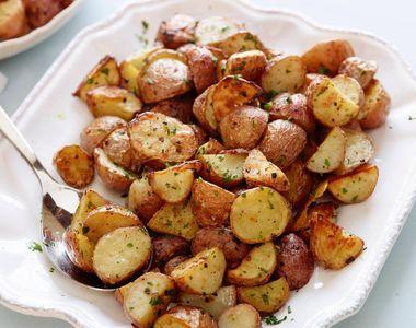 Cartofi la cuptor. Ingredientul secret care îi face delicioși