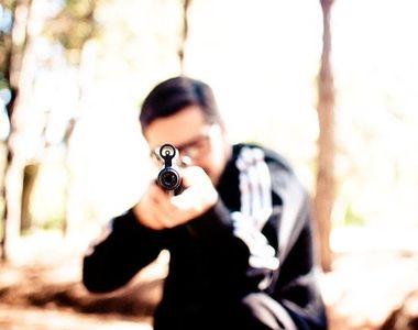 Un român a fost împușcat în cap la o vânătoare. Acesta va fi operat de urgență