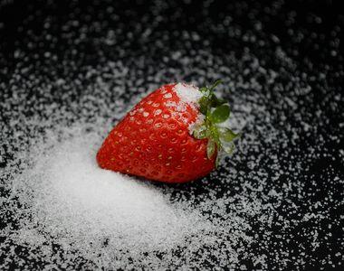Căpșuni cu zahăr. Adevărul neștiut despre această combinație
