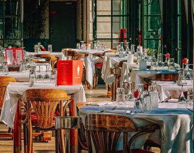 VIDEO - Restaurantele au fost redeschise în interior după două luni de așteptare. O...