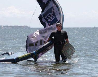 Cine este bărbatul care a murit înecat în mare în timp ce practica kitesurfing