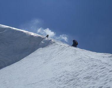 Un celebru alpinist român, surprins de o avalanșă pe Dhaulagiri, în Himalaya. În ce...