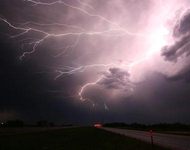 Anunț ANM de ultima oră. Ploi torenţiale, descărcări electrice şi intensificări ale...