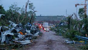 China, lovită de două tornade puternice: Cel puţin 12 morţi şi peste 400 de răniţi