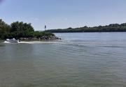 Şase persoane au căzut în Dunăre de pe o barcă de agrement. În ce stare se află acestea?