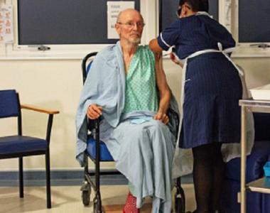 A murit primul bărbat din lume care s-a vaccinat împotriva coronavirusului