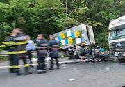 Accident cumplit pe Autostrada A1. Un camion a spulberat 3 mașini care staționau pe margine